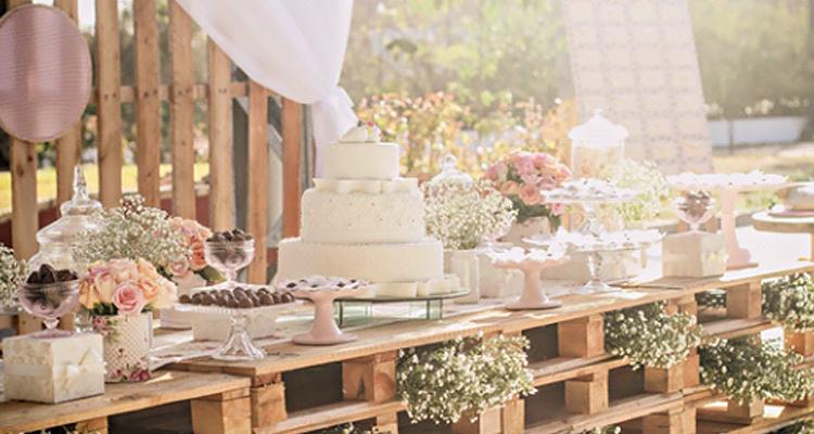 decoracao-de-casamento-mesa-de-bolo-rustica